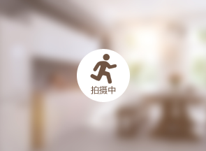 """有""""见义勇为,品德高尚""""的锦旗送到李德健手中表达感谢.   昨日,图片"""